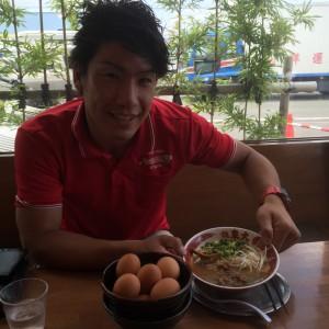 徳島ラーメンと生卵