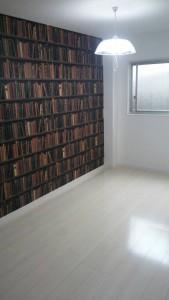 本棚設置後の壁