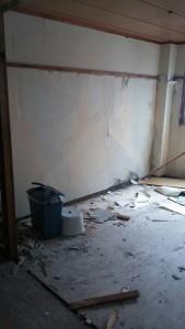 本棚設置前の壁